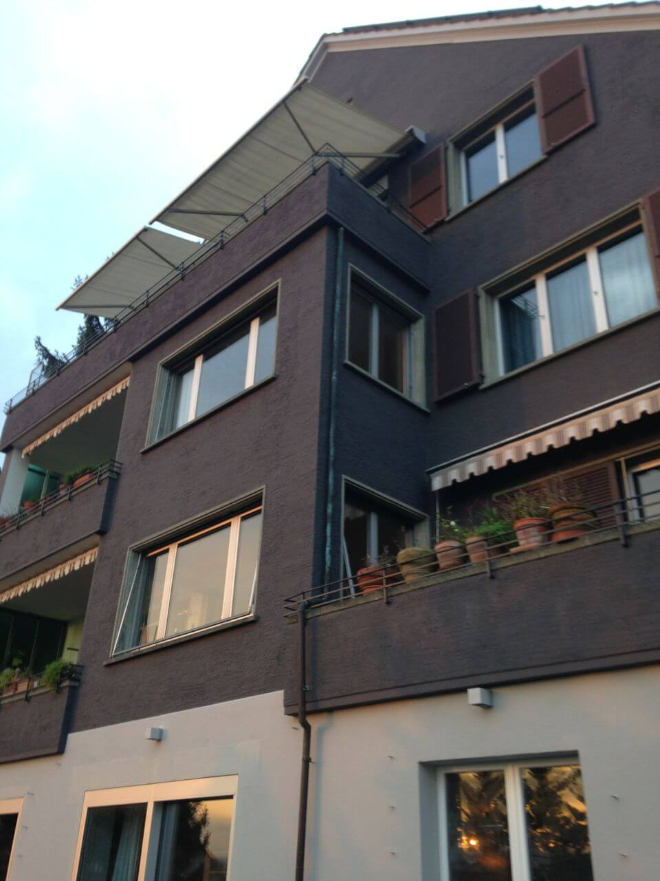 Fassadengestaltung und Fassadensanierung: neue Hausfassade