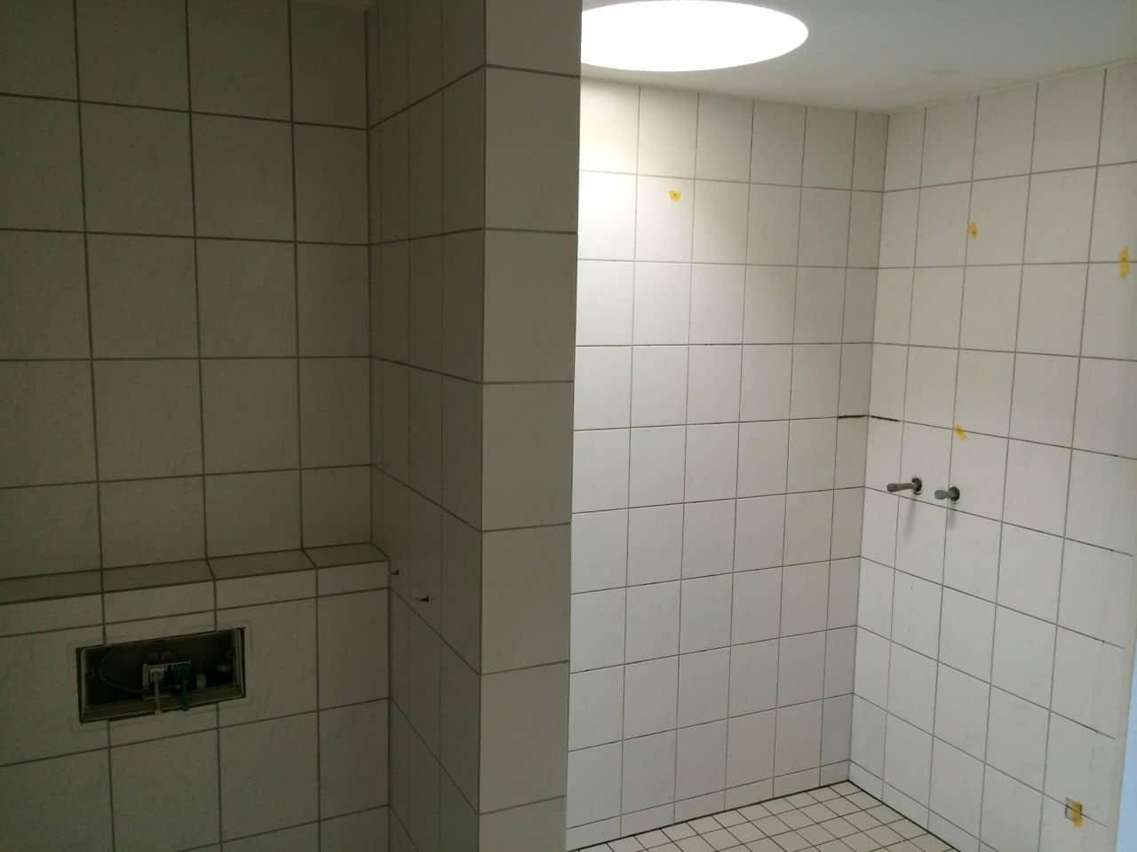 Mit Beton Ciré farbig (Gewachster Beton) Bad renovieren
