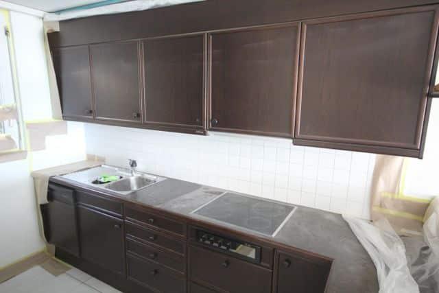 Küche renovieren: Fronten spritzen und lackieren
