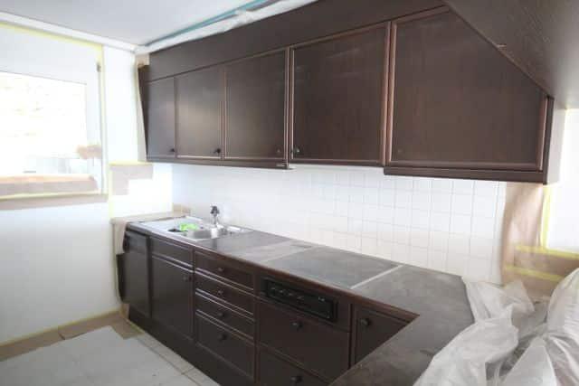 Küche renovieren: Fronten spritzen und lackieren alt