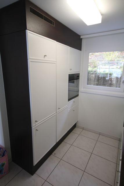 Küche renovieren: Fronten spritzen und lackieren neu