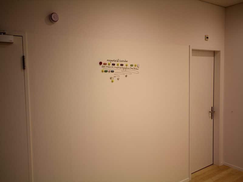 Magnetische Whiteboard Beschichtung im Flur