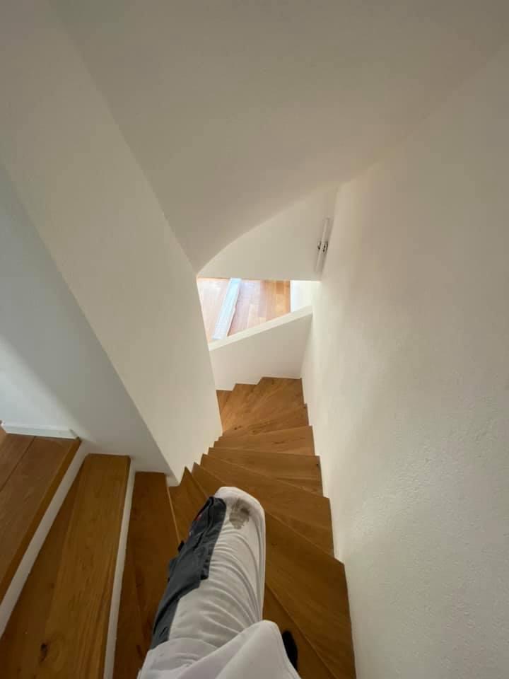 Maler & Verputzarbeiten in einem EFH: Treppenaufgang