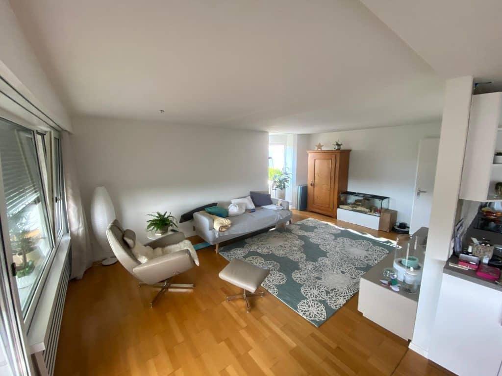Decken & Wände, sowie das Holzwerk & die Heizkörper streichen