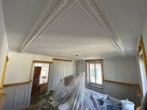 Moeblierte Altbauwohnung streichen_Möbel rücken und verpacken